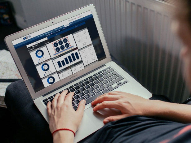 Laptop_LeagueCenter_PGNiG.jpg